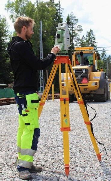 utstakning och mätkontroll för att bygga nytt hus